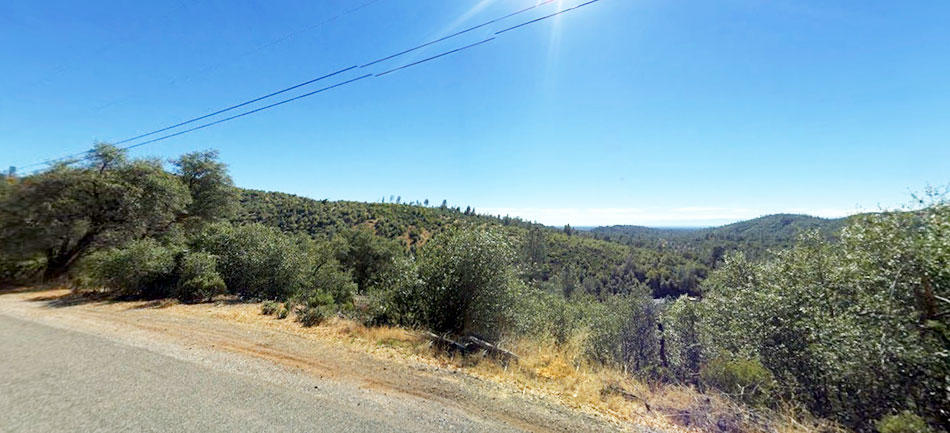 Hillside Property Surrounded by Homes 20 minutes from Lake Shasta - Image 5