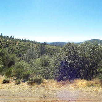 Hillside Property Surrounded by Homes 20 minutes from Lake Shasta - Image 1