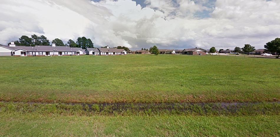 Beautiful Corner Lot on 1 Acre - Image 3