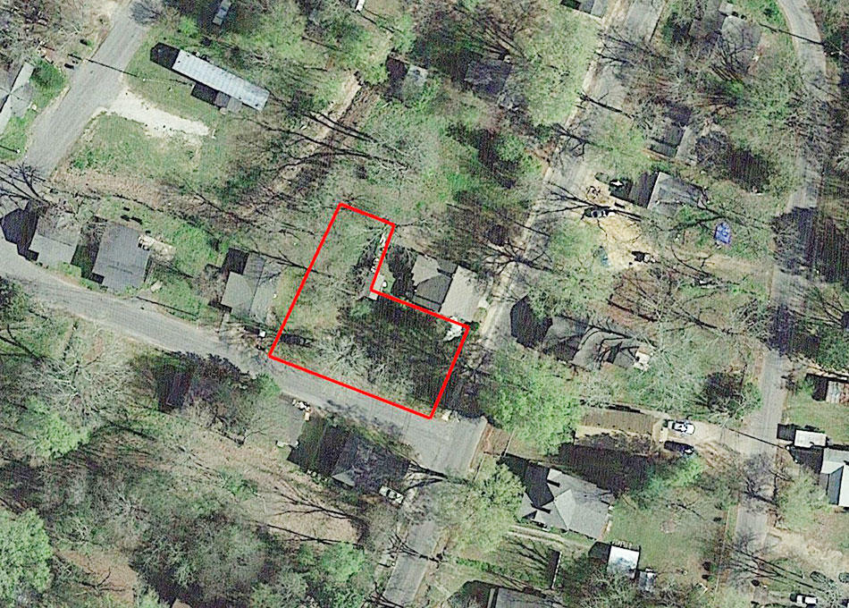 Residential Corner Lot in Quaint Southern Community - Image 1