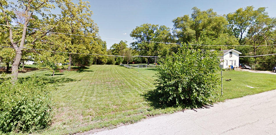 Large Residential Lot in Sweet Suburb of Chicago - Image 3