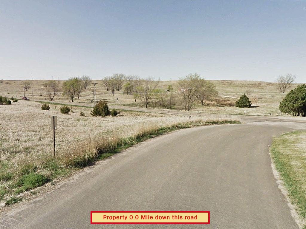 Sprawling Corner Lot in Charming North Platte - Image 4