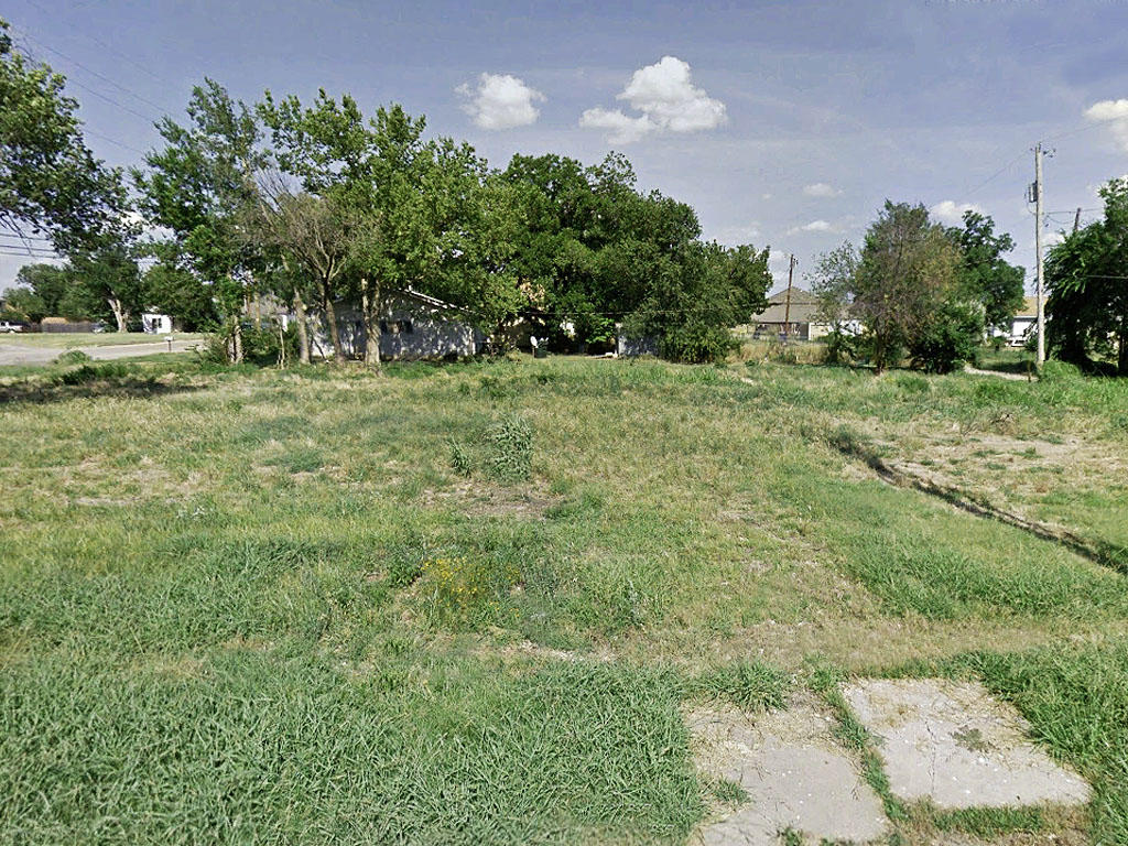 City of Cushing lot in residential area - Image 4
