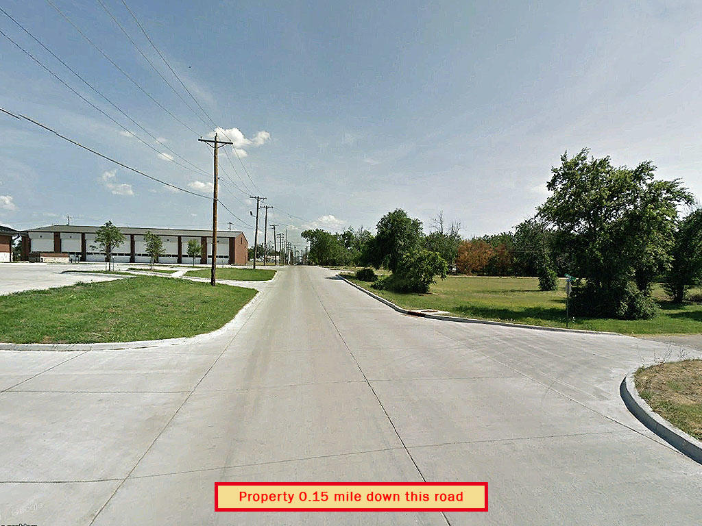 City of Cushing lot in residential area - Image 5