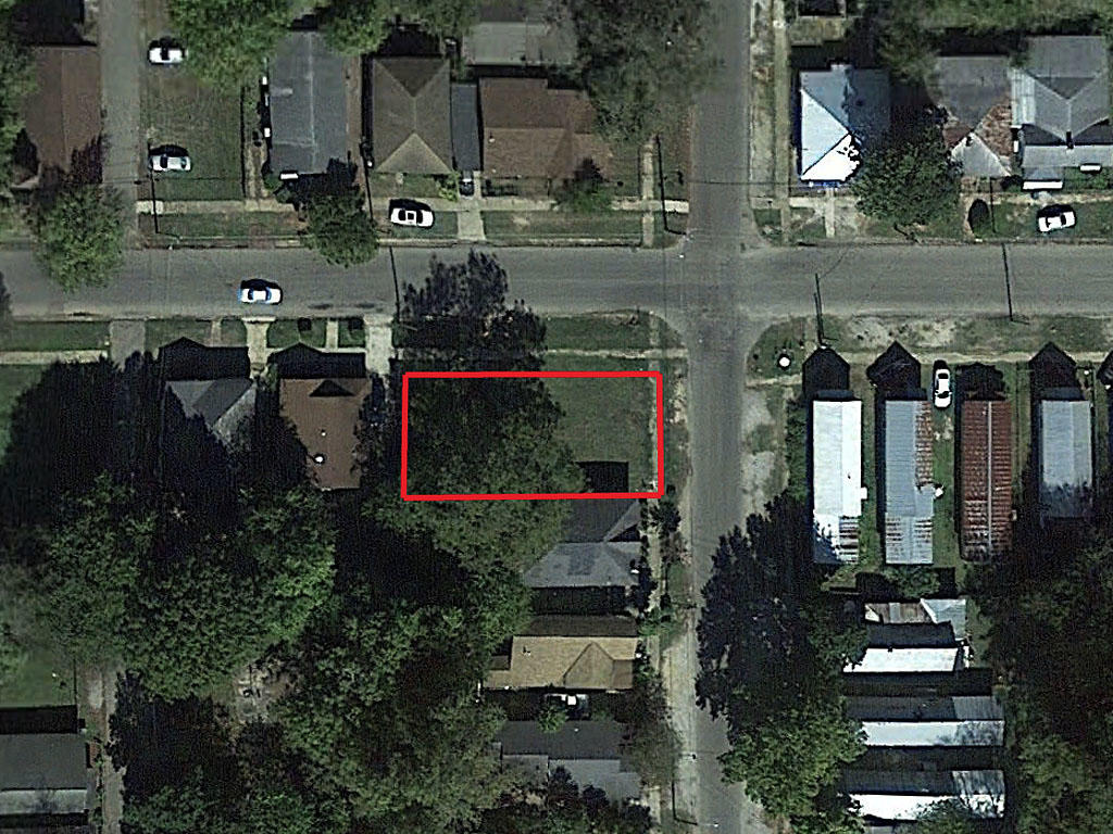 Invest in a Quiet Neighborhood Property in Selma - Image 1