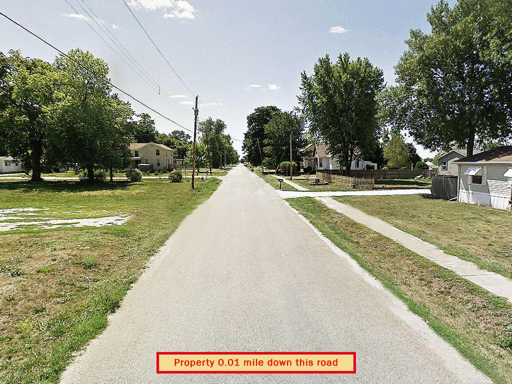 Charming Corner Lot in Suburban La Harpe Illinois - Image 5