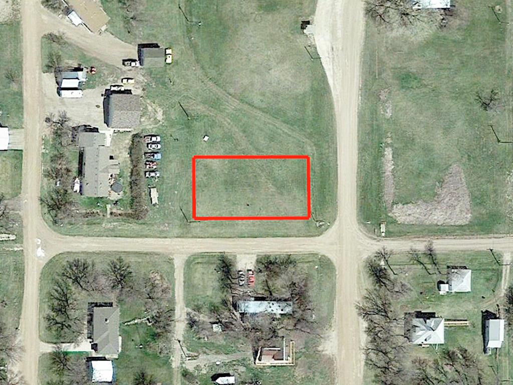 Peaceful Quarter Acre in Tiny North Dakota Community - Image 2