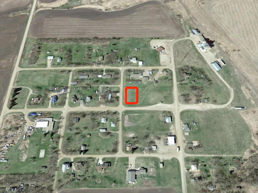 Peaceful Quarter Acre in Tiny North Dakota Community - Image 3