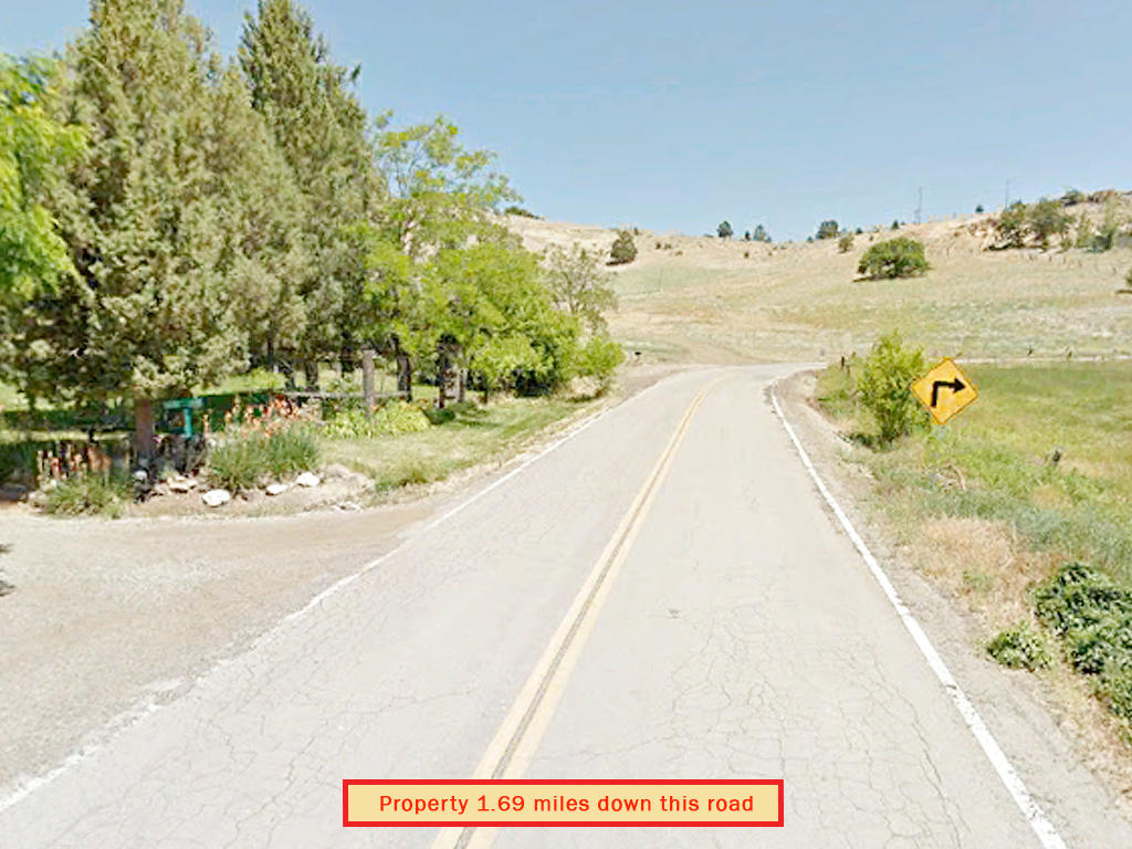 2.5 Acre Escape in the Hills Above Iron Gate Reservoir - Image 4