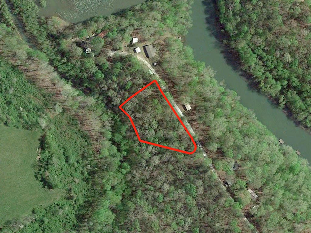 Over One Acre Madison South Carolina River Side Property - Image 1