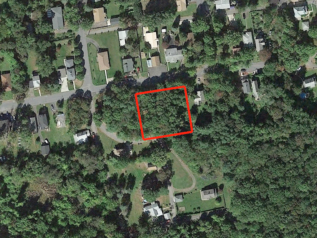 Rare Two Parcel Lot Sold as One in Vibrant Community - Image 1