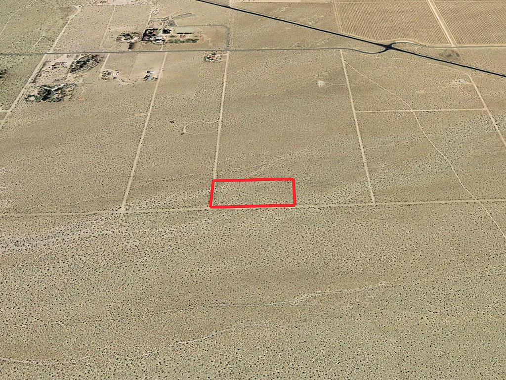 5 Desert Acres an Hour From Lancaster California - Image 3