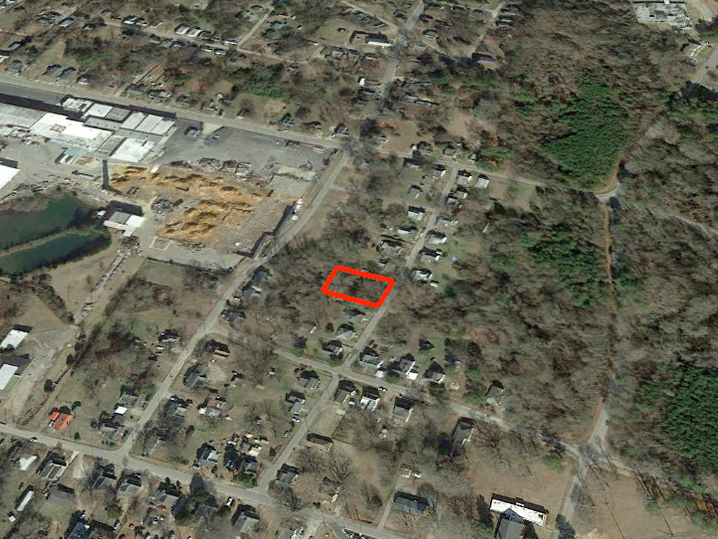 Over a Quarter Acre in Henderson North Carolina - Image 3