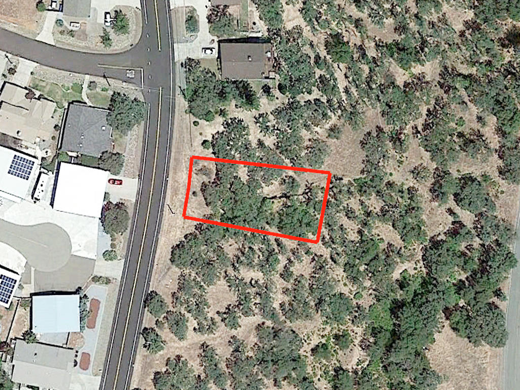 More than a Quarter Acre in Outdoor Paradise - Image 1