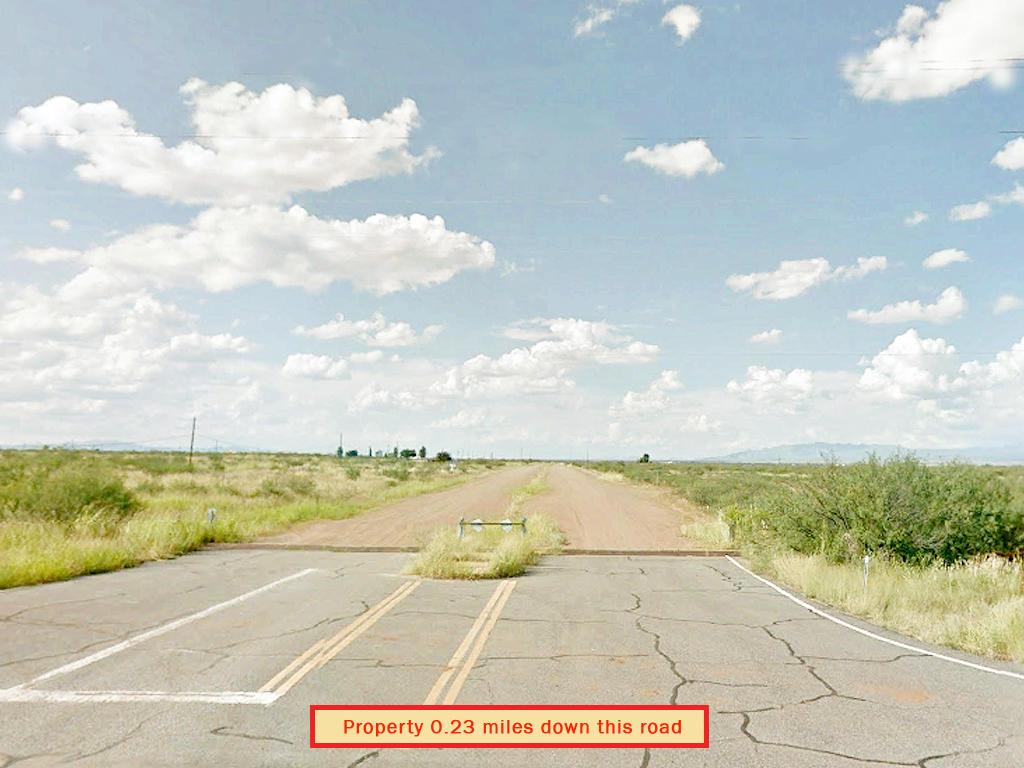 Private Arizona Quarter Acre With Easy Access - Image 4