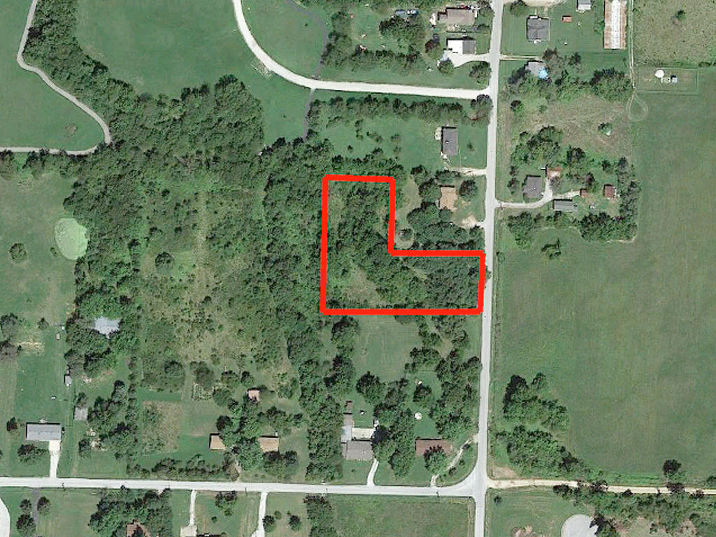 Over an acre lot Near Springfield - Image 2