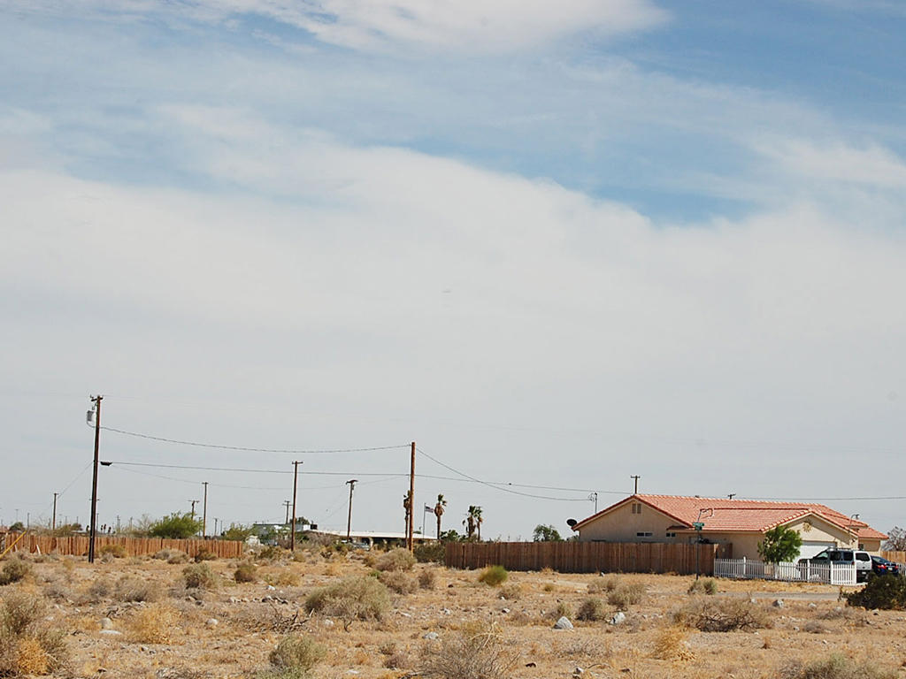 Lot on Paved Road less than 2 miles from West shore of Salton Sea - Image 3