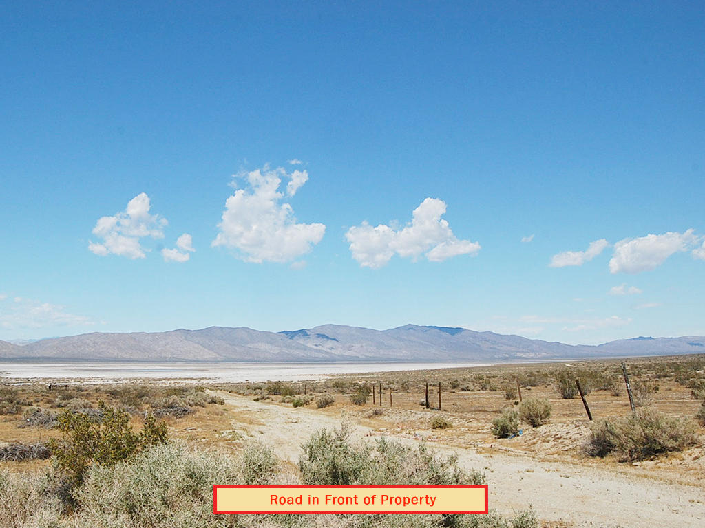 Lot off of Munsey Road in Cantil California - Image 3