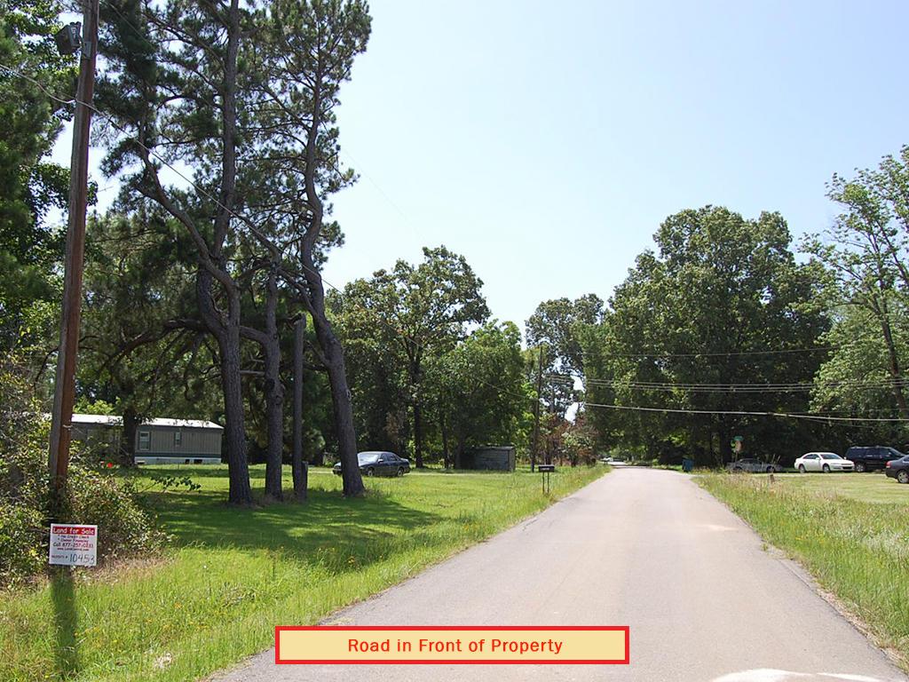 Quarter Acre Arkansas Beauty Located in Warren - Image 4