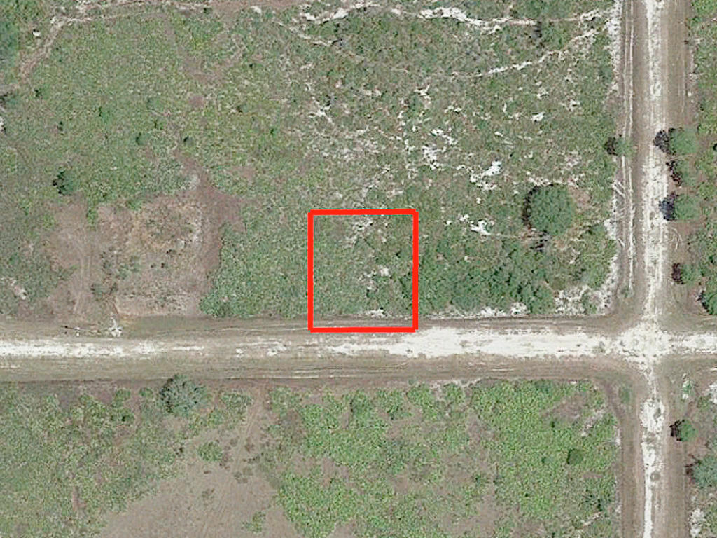 Quarter acre lot in Avon Park - Image 1