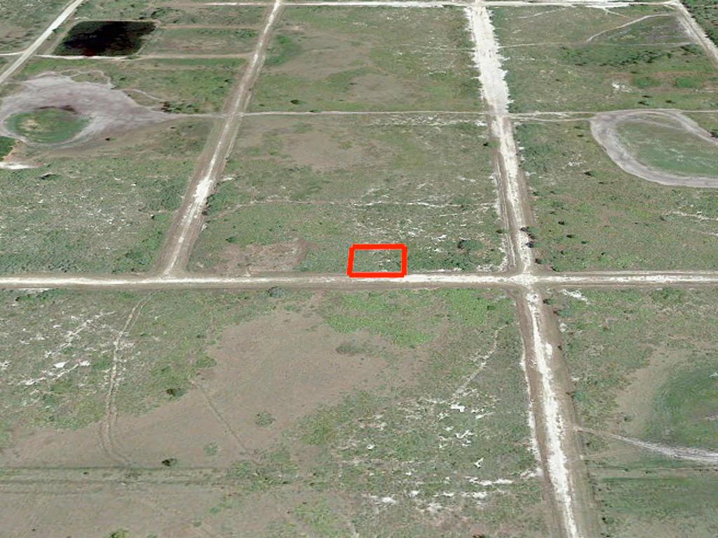 Quarter acre lot in Avon Park - Image 2
