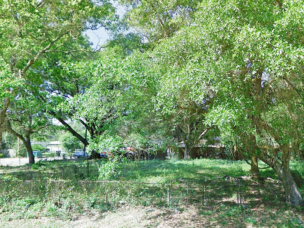 Large Lot in West Pensacola - Image 3