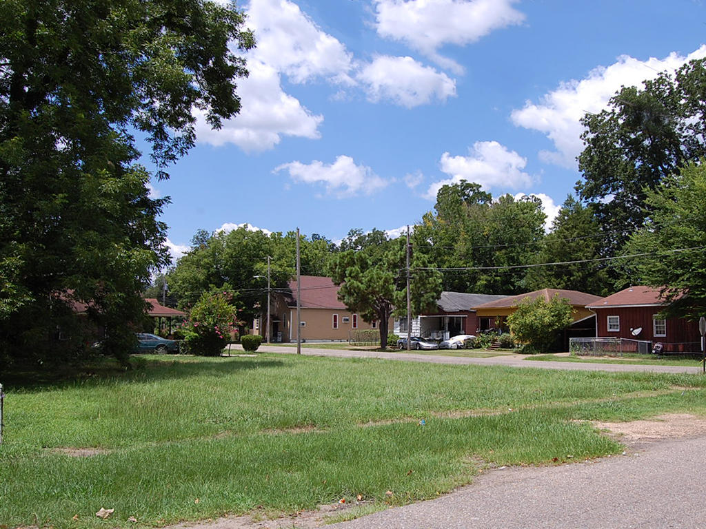 Invest in a Quiet Neighborhood Property in Selma - Image 0