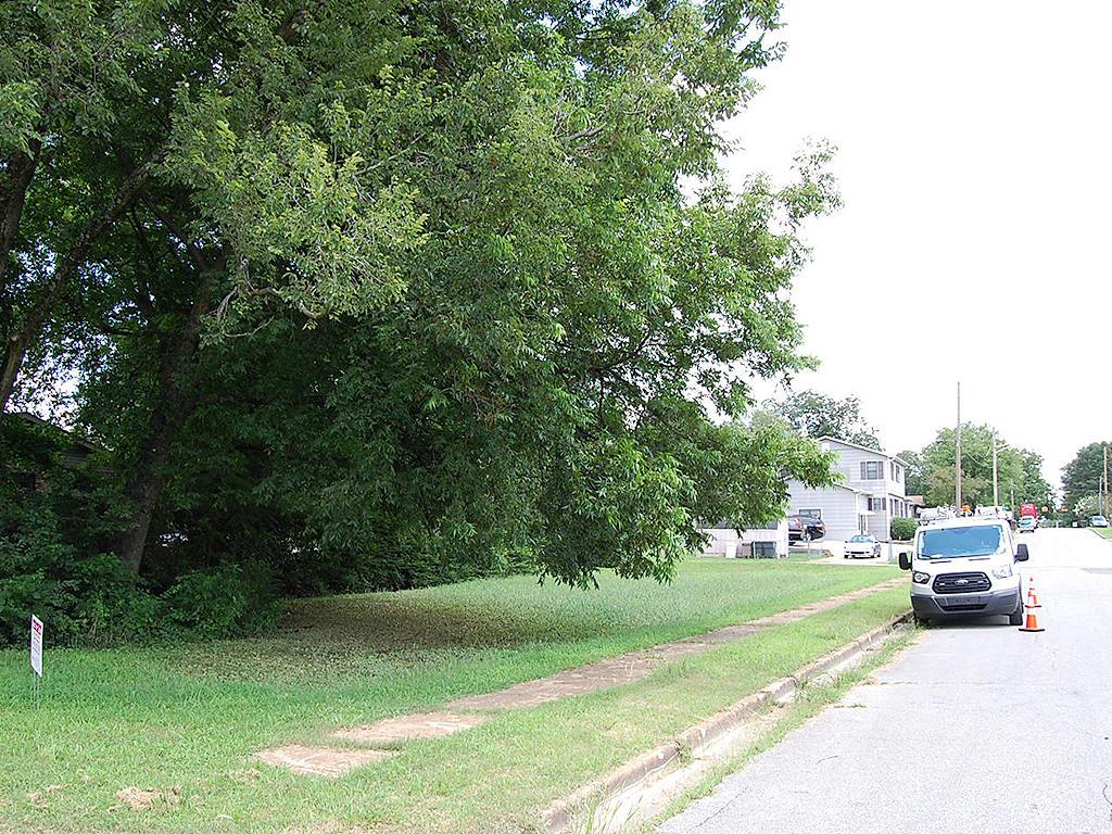 Nice Corner Lot in Beautiful Decatur - Image 5