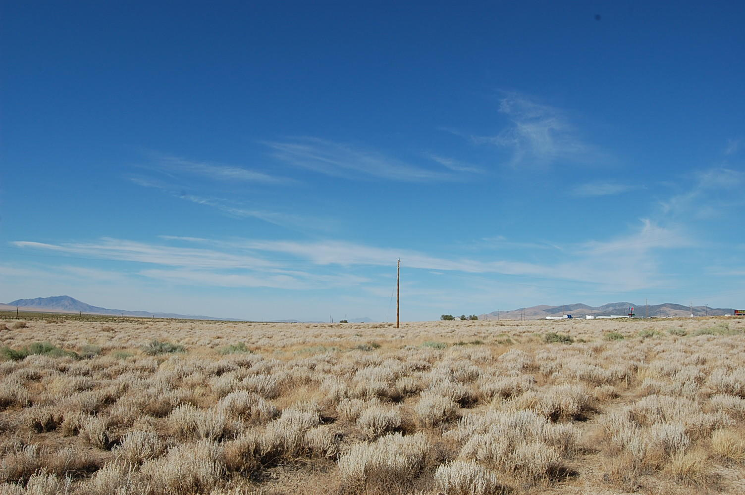 Two Acre Corner Lot in Beautiful Nevada Desert - Image 0