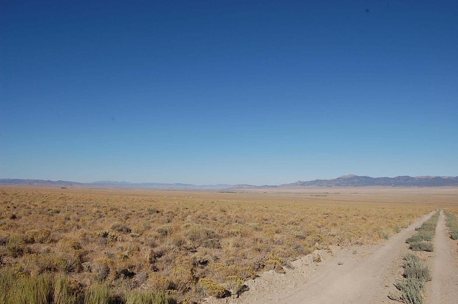 Escape into the Nevada Mountain Range on Stunning 2 Acres - Image 1