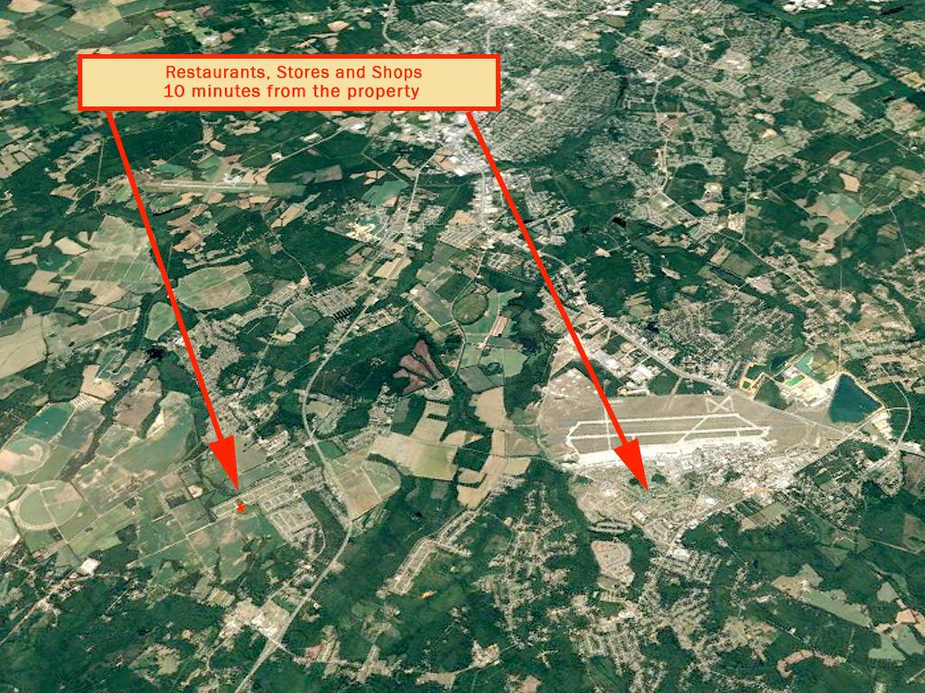 Beautiful Property Adjacent to Large Pond - Image 6