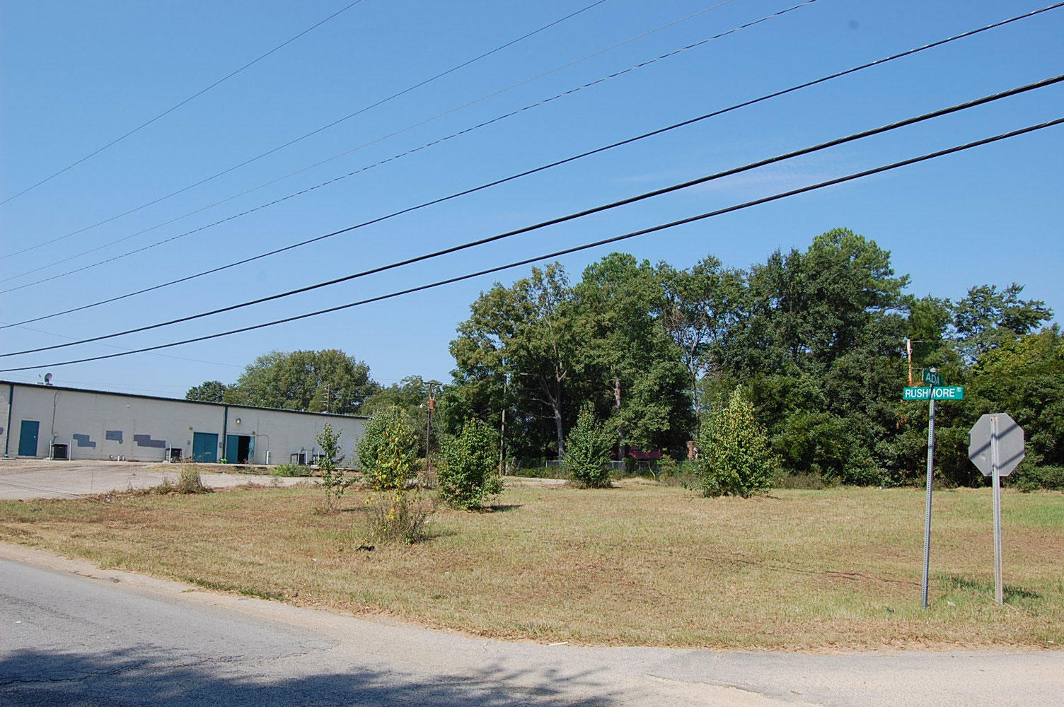 Large City Lot Zoned for Commercial and Residential Use - Image 4