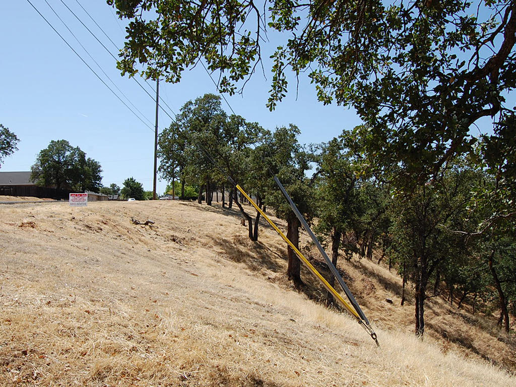 Lovely Residential Lot near Sacramento River - Image 4