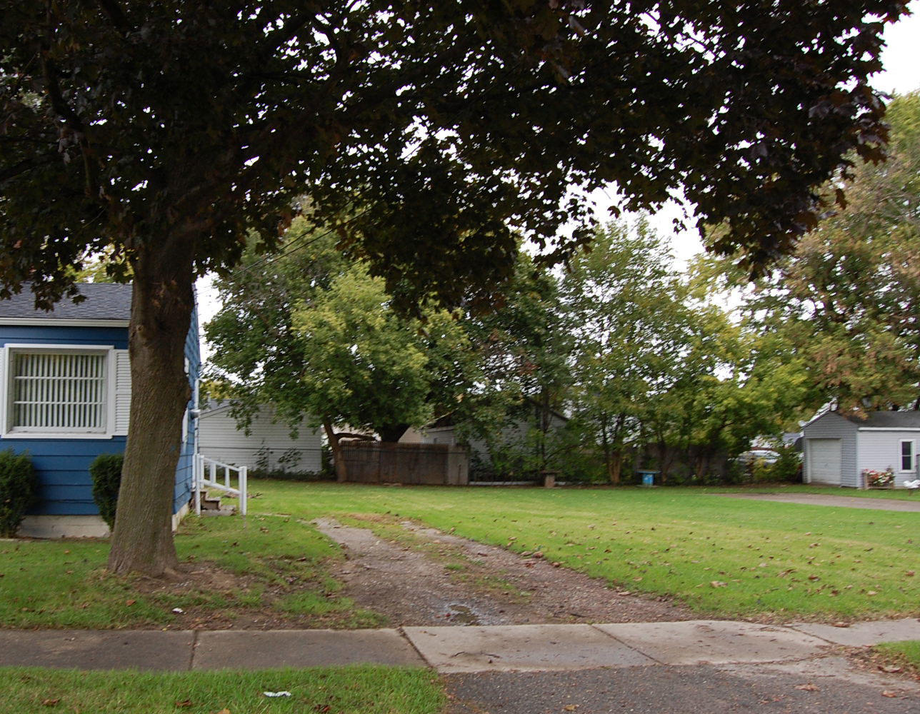 Well maintained lot in Flint suburb - Image 4