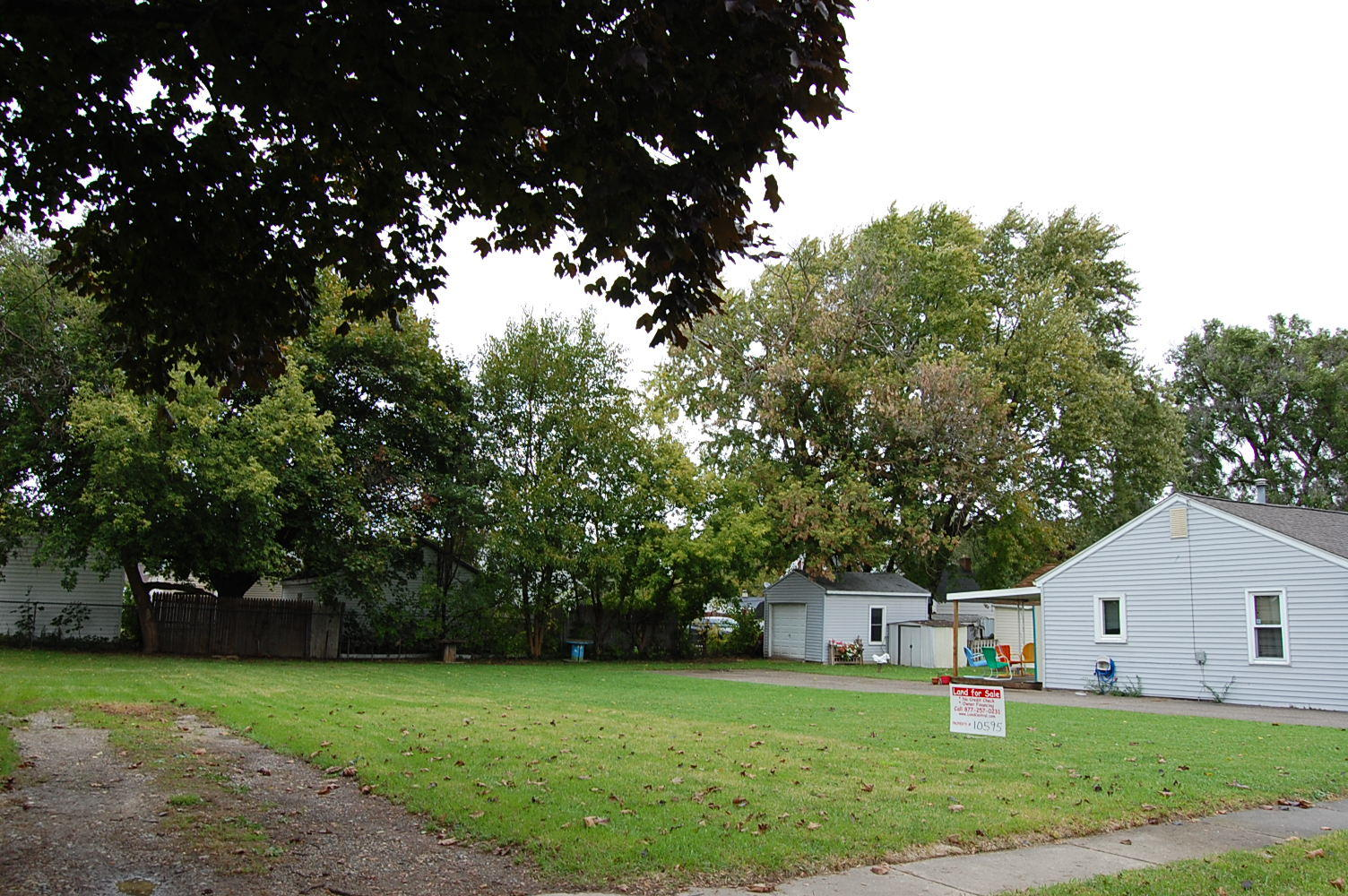 Well maintained lot in Flint suburb - Image 1