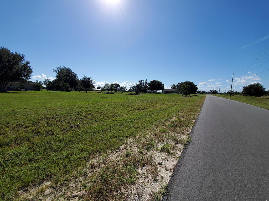 Corner Lot In Florida Paradise - Image 5