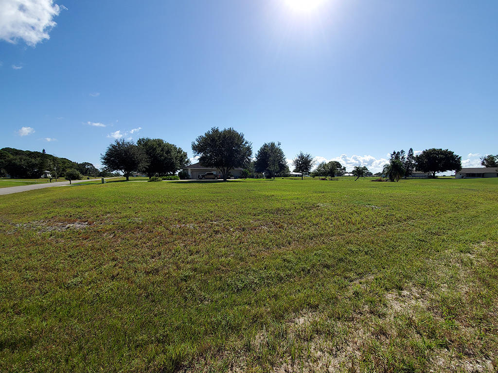 Corner Lot In Florida Paradise - Image 0